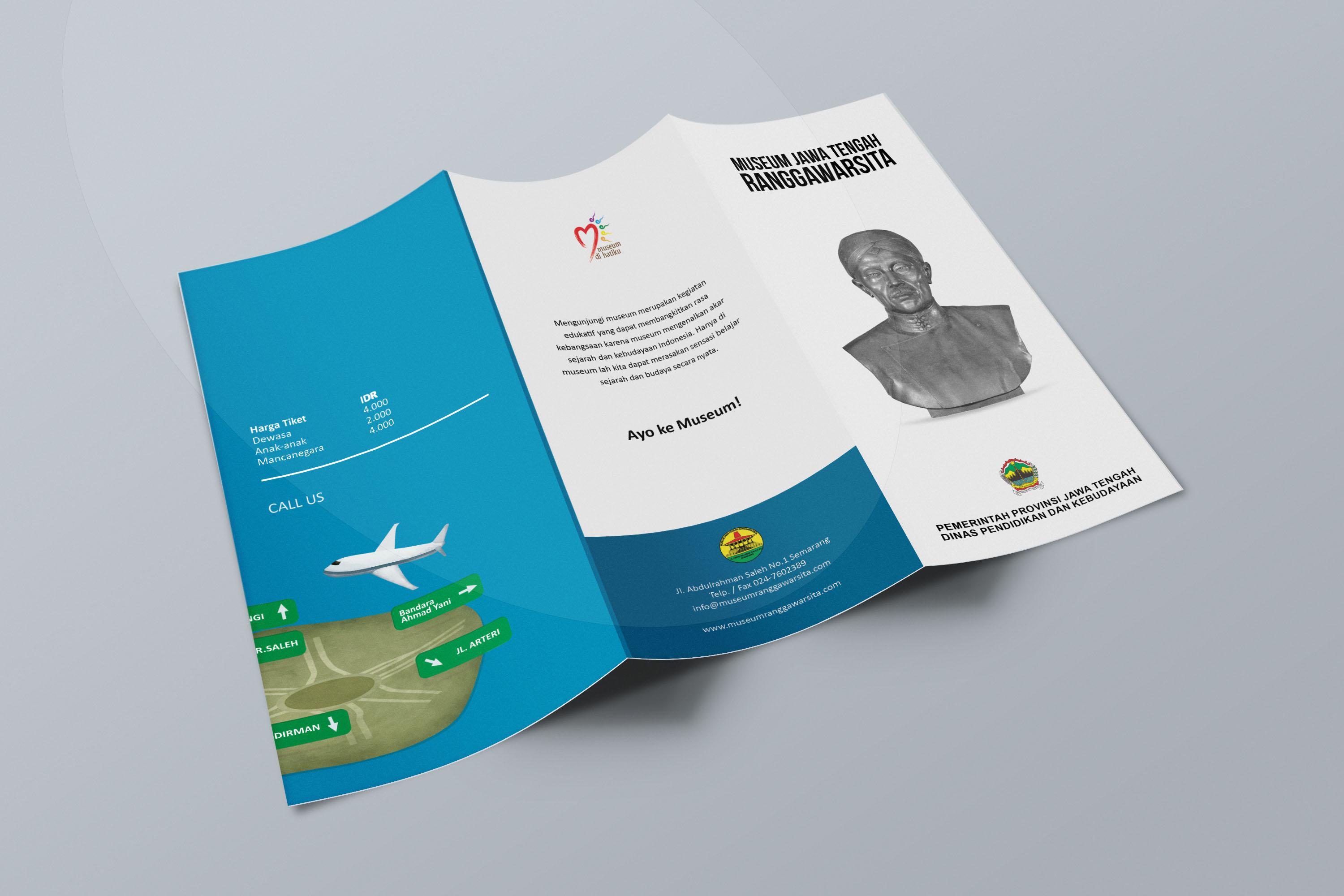 Desain Brosur Museum Ranggawarsita Semarang blue Tri Fold Brochure Mock up 4