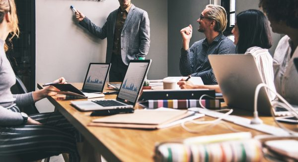 strategi pemasaran dan promosi studio desain grafis
