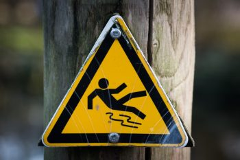 jasa pembuatan safety sign semarang surabaya by sooca-sign-slippery-wet-caution-4341-Foto oleh Skitterphoto dari Pexels